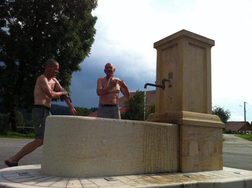 Körperhygiene im Dorfbrunnen