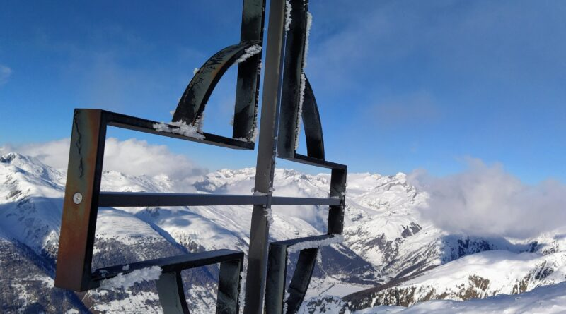 Brudelhorn 2'791m und Galmihornhütte ufwärts